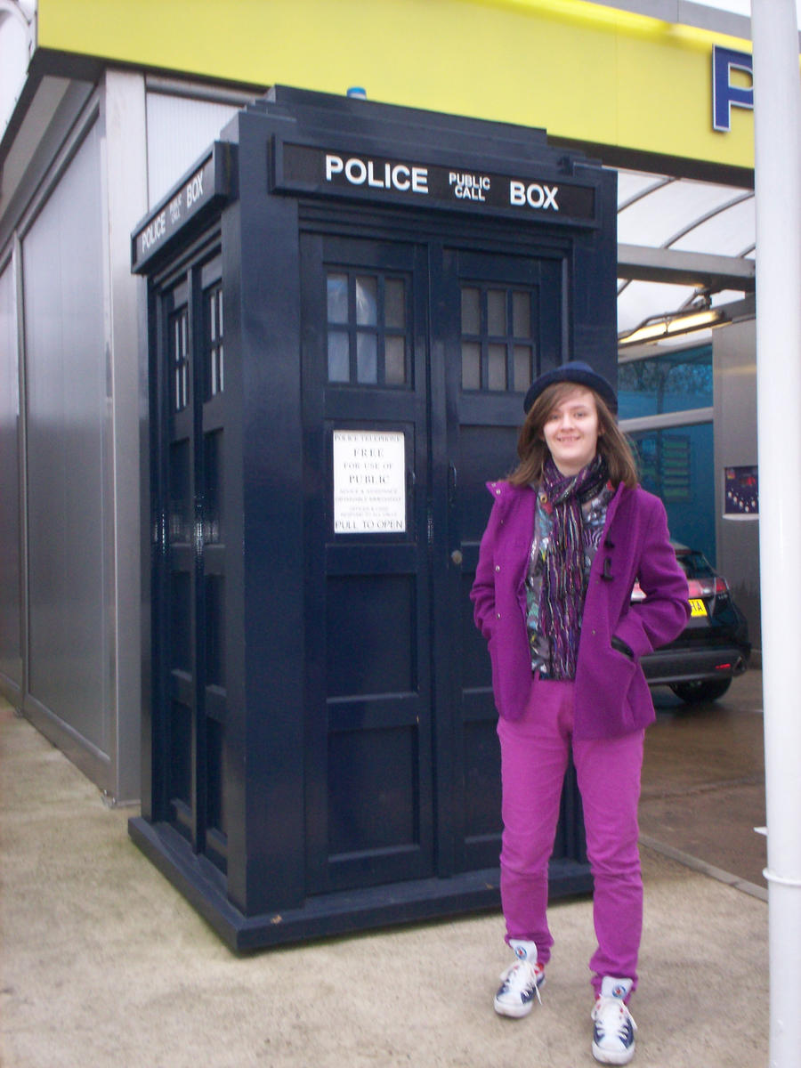 Lookey, it's the TARDIS by Holsmetree