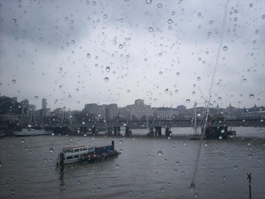 Racing raindrop by Holsmetree