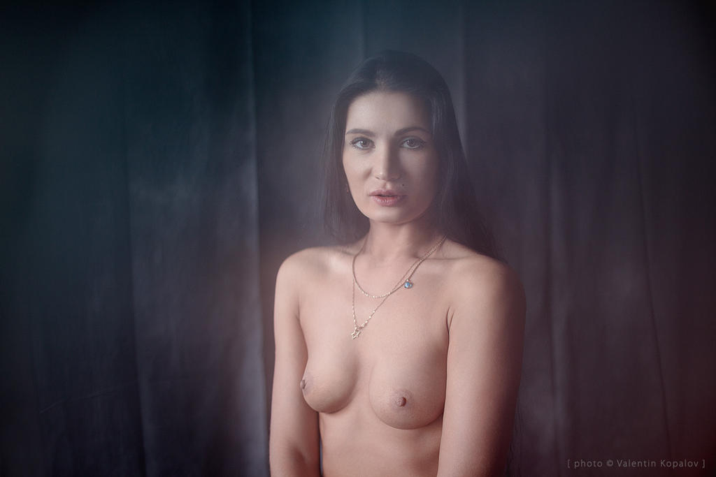 topless portrait by Naydy