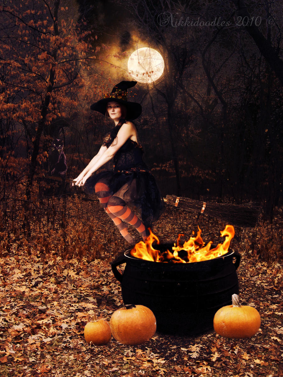 Halloween Witch by nikkidoodlesx3 on DeviantArt