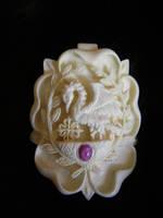 Shadows Rose Peerage medalion by Bonecarverpm