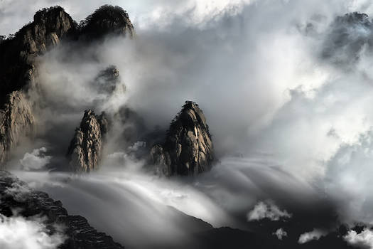 Huang Shan Mountain DANCING CLOUDS