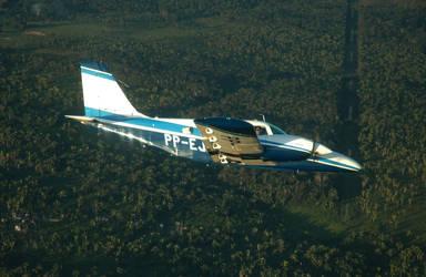 PA-34 220T Seneca III by MarcosBuLLiTT