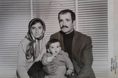70's FAMILY PORTRAIT by alibuendia
