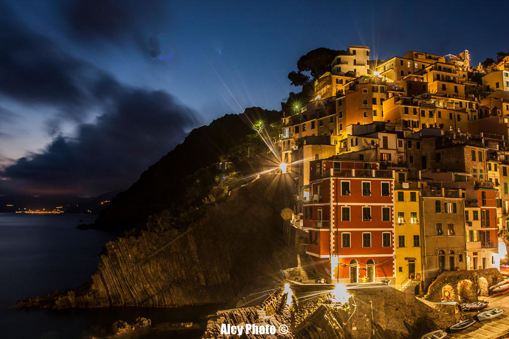 When night falls on Riomaggiore by alcyphoto91