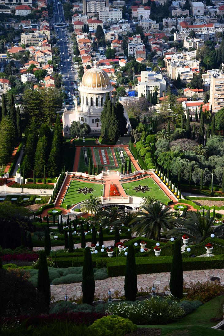 Baha'i gardens of Haifa by RalucaZ