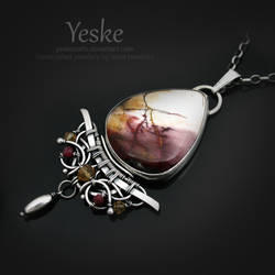 Carmen | Necklace with mookaite II by YeskeCrafts