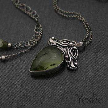 170522 | Wire-work necklace with prehnite by YeskeCrafts