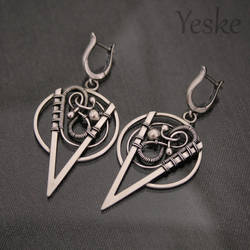 170823 | Asymmetric, wire-work earrings by YeskeCrafts