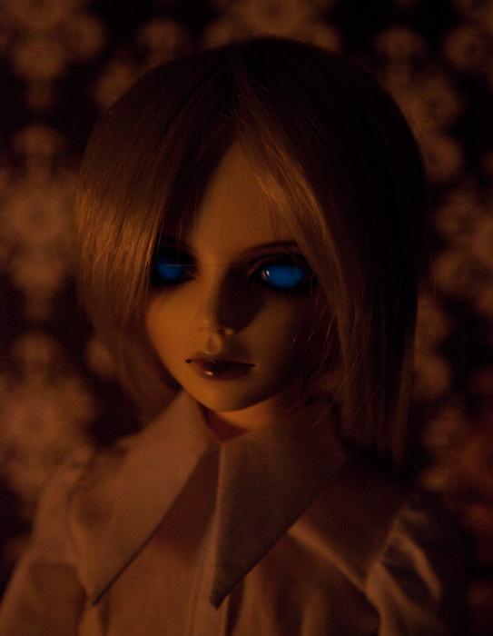 blue glow in the dark eyes by ersaflora on deviantART