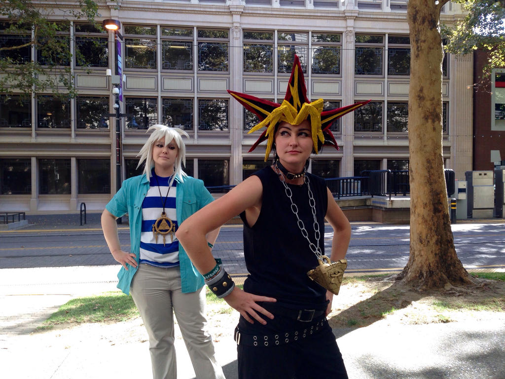 Yu Gi Oh! Bakura sneaking a peek at Pharaoh booty by mandychan00