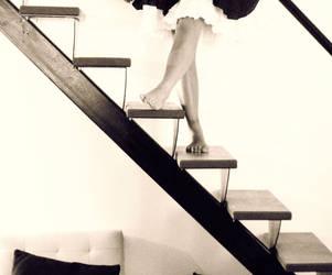 Escaleras en espera by SaraWicca