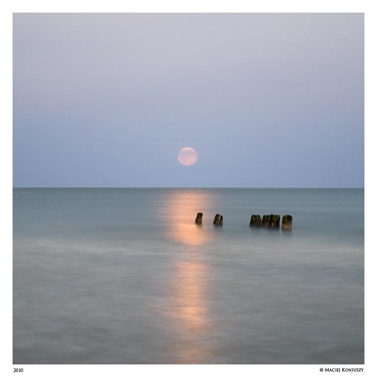 Moonrise by Maciej-Koniuszy