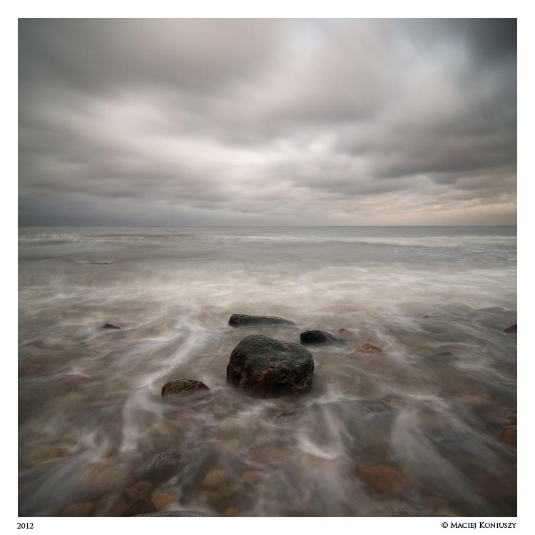 Rocky beach by Maciej-Koniuszy