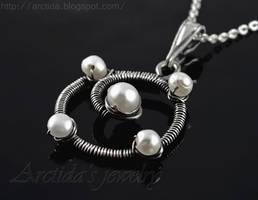 *Ninevia* pendant by Arctida