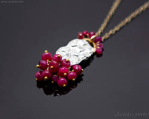 *Vitisidae* Ruby necklace for women