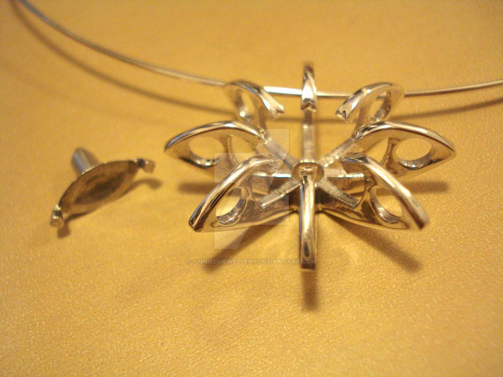 Eichi Pendant Polished Silver by annielijewellery