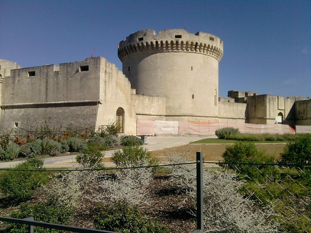 Castle by Larcheex-Clicexia