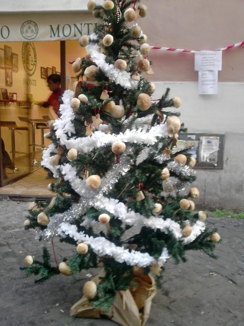 Christmas tree decored with bread by Larcheex-Clicexia