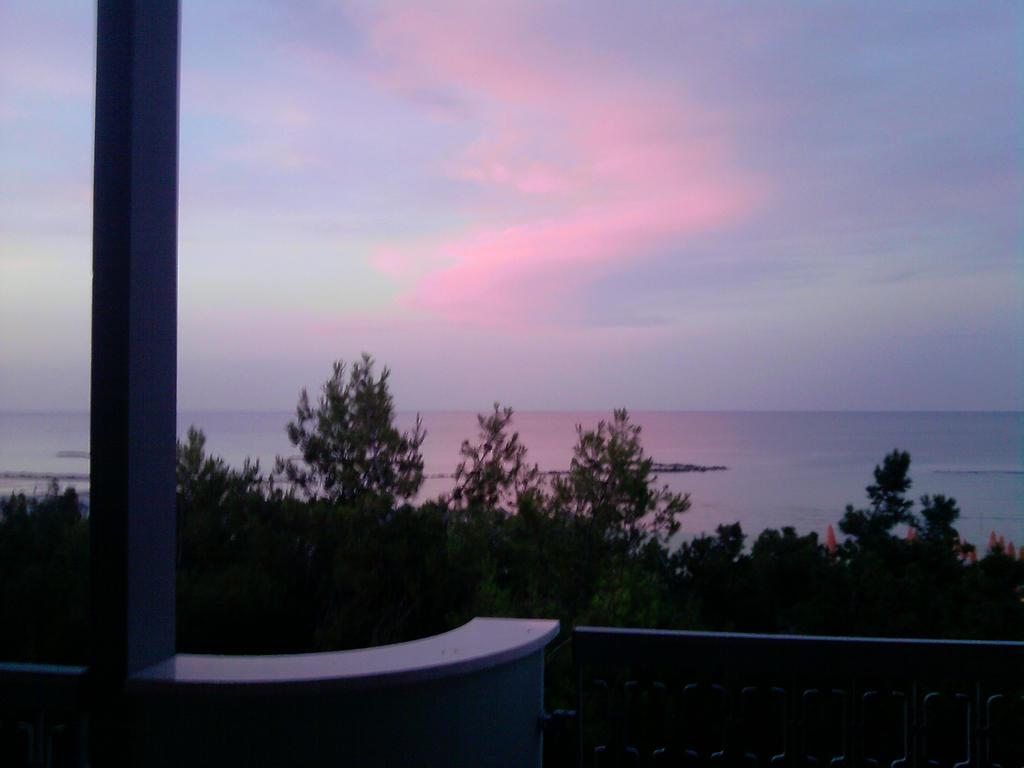 Pink sky by Larcheex-Clicexia