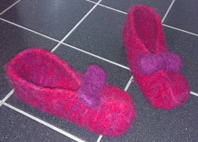 Ruby felted slippers from Wizard of Oz by KnitLizzy