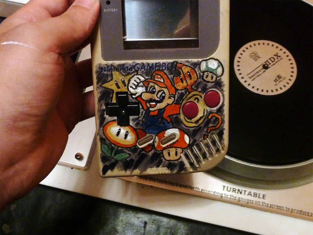 Custom painted DMG - Mario by STsung