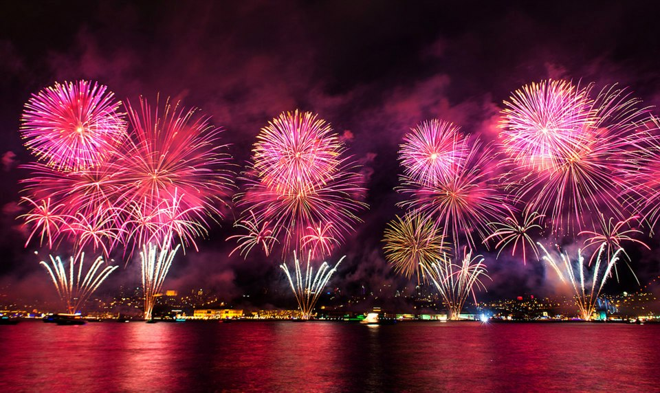 Firework at Bosphorus of Istanbul - Turkey by RRESPECTT on DeviantArt