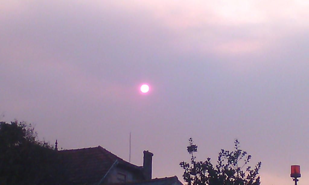 Red sun by GhostOfTheEmptyGrave