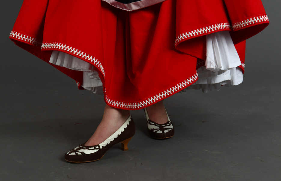 http://orig11.deviantart.net/39af/f/2014/268/5/9/swedish_folk_dress_5___shoes_by_jinsei-d80hn2u.jpg