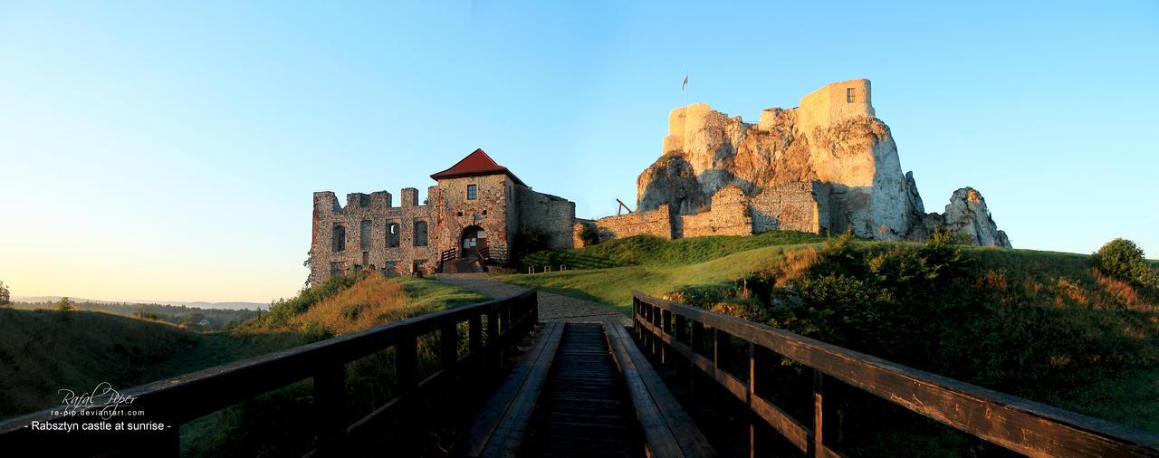 Rabsztyn castle at sunrise by re-pip
