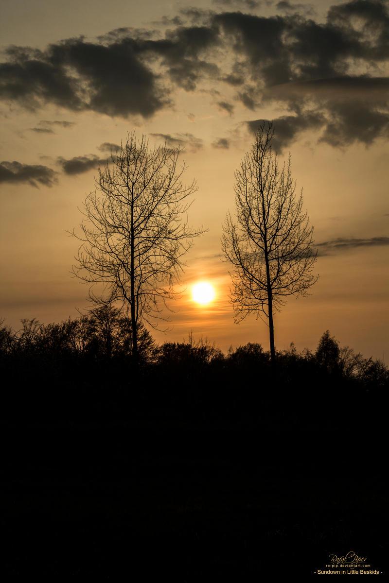 Sundown in Little Beskids (Beskid Maly) by re-pip