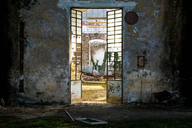 behind the door by h3-r3