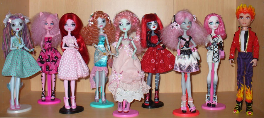 My Monster High dolls mostly rewigged or trolled by
