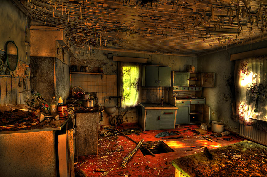 ✮ SPIRIT BRINGERS: THE SIDER STORIES (ANTES LABERINTO DE LA DEMENCIA ☠) - Página 2 Abandoned_house_hdr_by_daelly