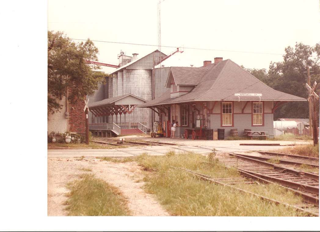 Hartwell Railway Depot 1986. by TheMightyLemon