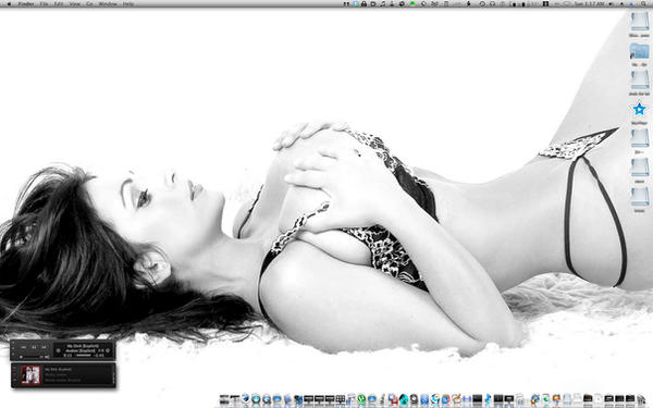 Denise Milani Desktop by bigrobb