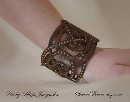 Steampunk octopus bracelet - side view