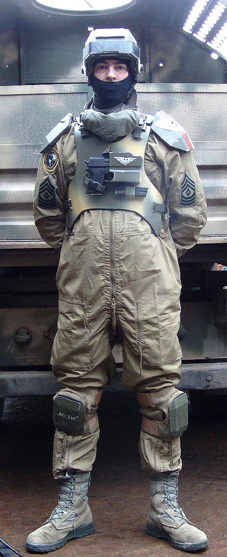 Hydra gunner with helmet by ElysianTrooper
