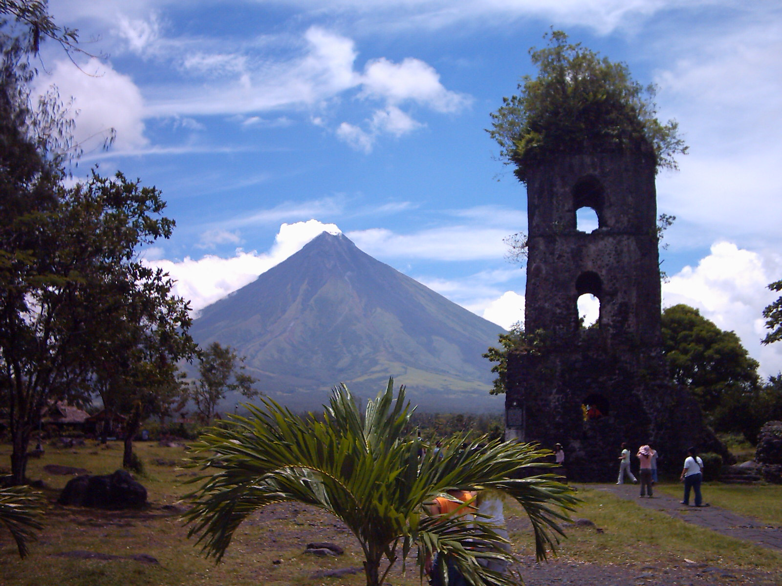 Mayon Volcano In Albay Philippines Beautiful Places Spaces Pinterest Philippines And