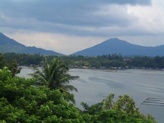 Sampaloc Lake, Philippines by KeepSteddy