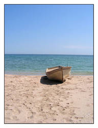 Boat at the beach by lyub4o