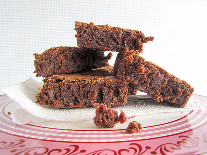 fudgy_red_wine_chocolate_brownies_by_dab