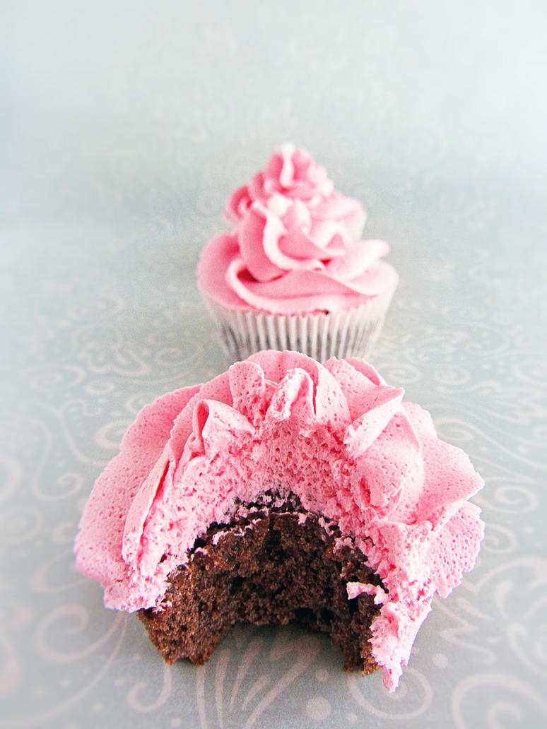 Chocolate-Mint-Cupcakes with Strawberry Frosting by dabbisch