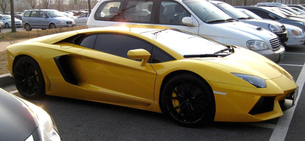 A Supercar, An Aventador by toyonda
