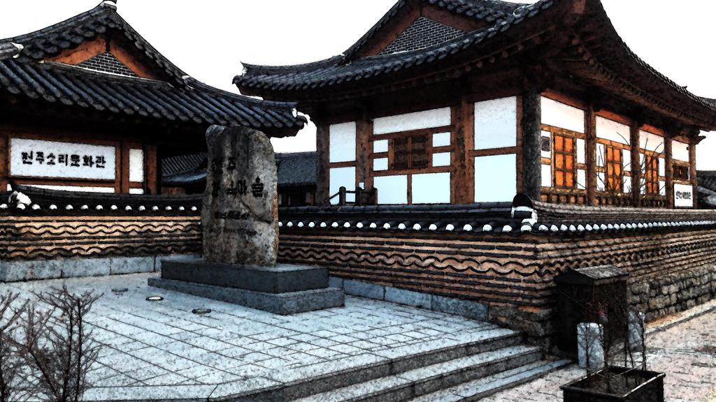 Jeonju Hanok Traditional Village by toyonda