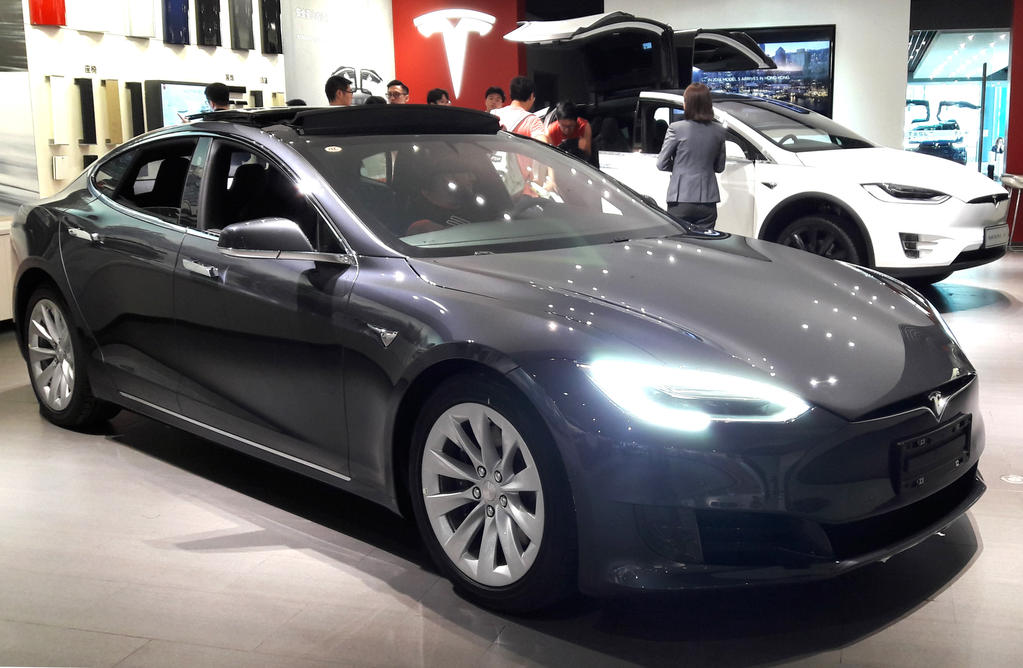 Tesla Store Beijing Showroom by toyonda