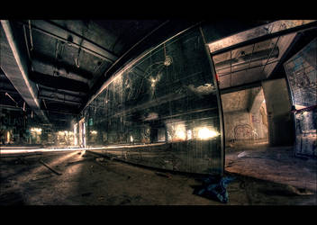 Mirrored decay by bubus666