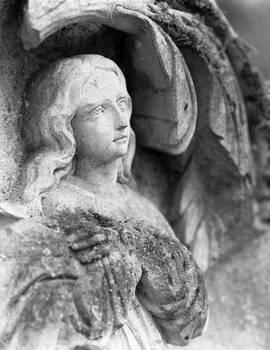 Maxey sur Vaise, Grave detail.