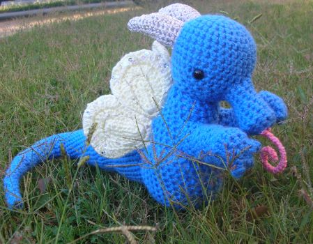 HoneySuckle Dragon by Eliea