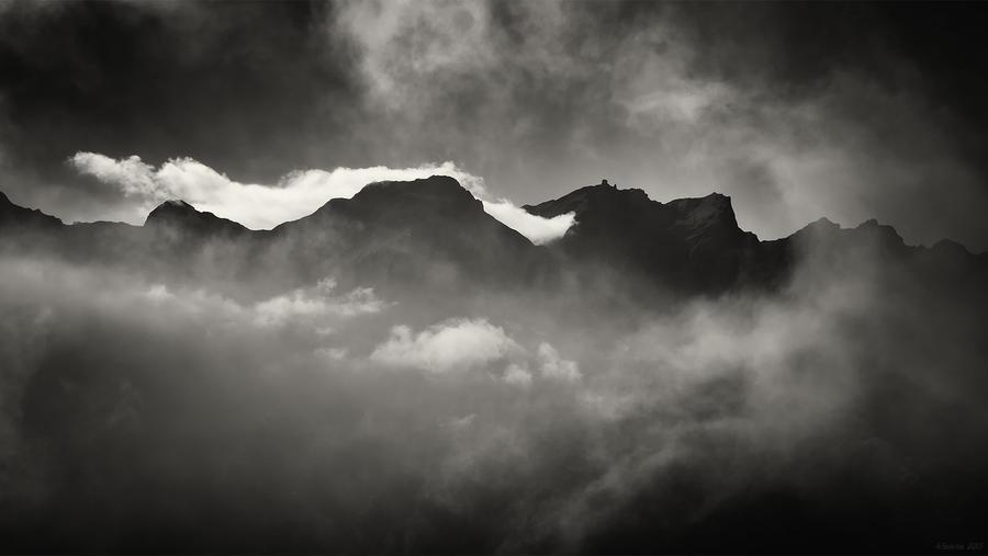 Cloud Peaks by AntonioGouveia